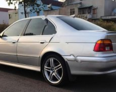 Em cần bán xe BMW 525i đời 2002, máy chạy êm và bốc giá 235 triệu tại Bình Dương